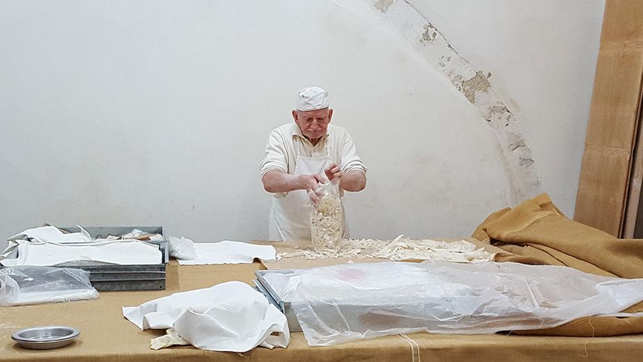 Εκπαιδευτικό Σεμινάριο στο δημοφιλές παραδοσιακό εργαστήρι παρασκευής φύλλου κρούστας και κανταϊφιού.